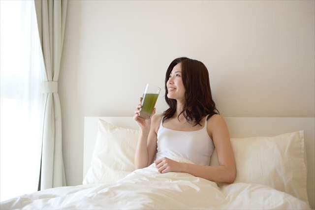 飲む時間で効果が変わる!? 青汁を飲むのに適した時間とは!!